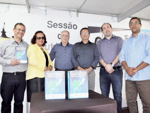 Livro sobre Plano de Desenvolvimento da Região Sul é lançado em Pelotas