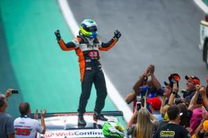 AUTOMOBILISMO - Piloto pelotense vence Campeonato Brasileiro de Turismo
