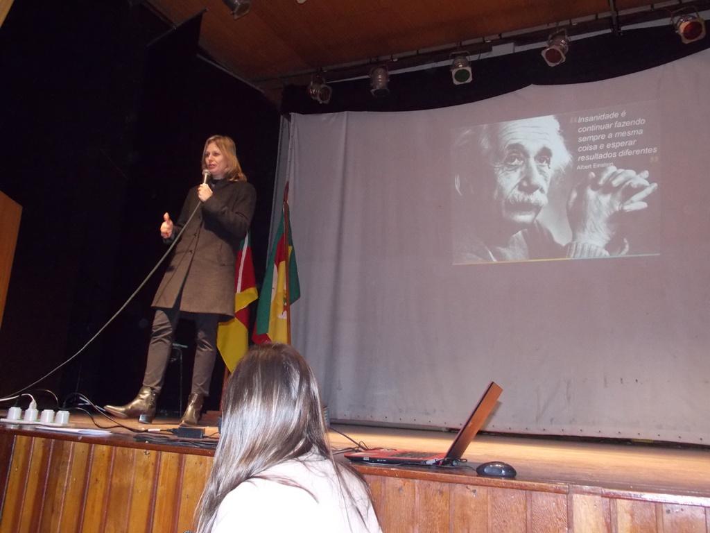 Paula palestra sobre Educação em Canguçu